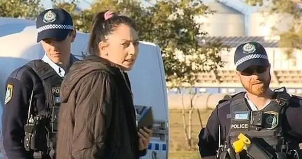 澳洲10岁女孩惨遭14岁表姐割喉,尸体上被刻字,小乡村爆大惨案