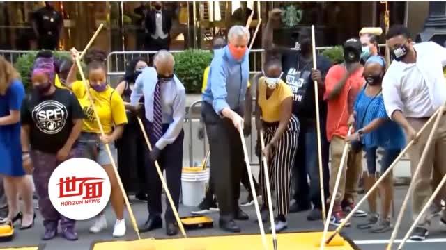 """纽约市长特朗普大厦门口涂标语:用油漆写大字""""黑人的命也是命"""""""