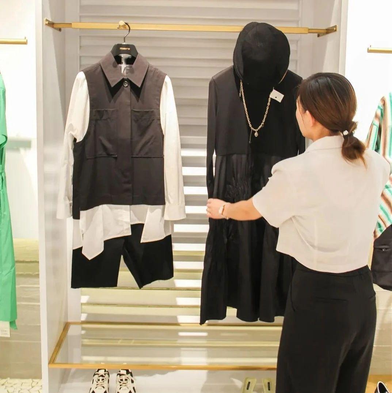 如何看待永城女人总觉得的衣柜中缺少一件衣服?因为......
