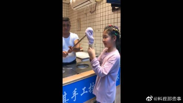 网红土耳其冰淇凌,看把小妹给欺负的……