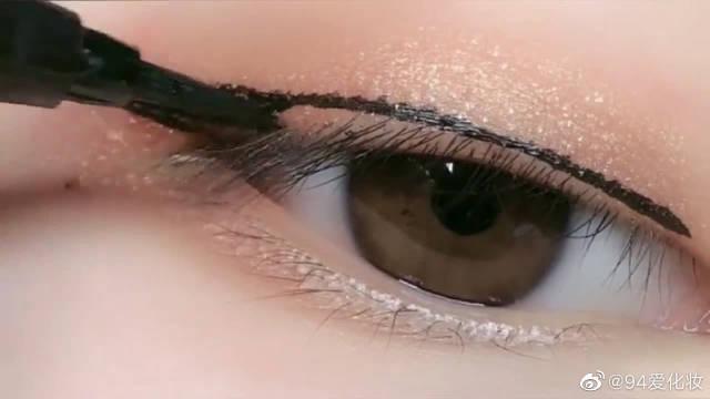 不会画眼线的小姐姐看过来了,这样画超级显眼睛大