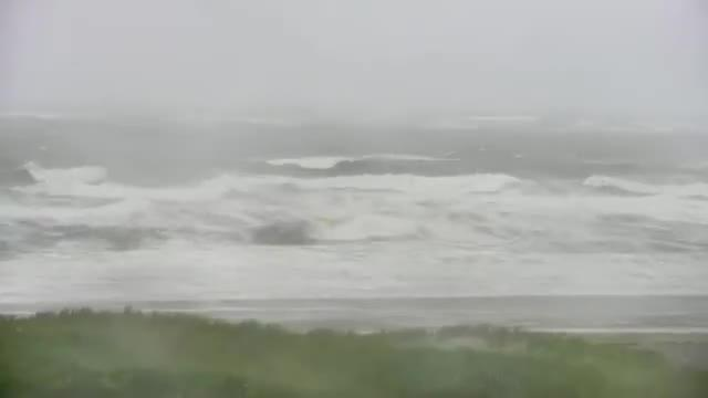 """热带风暴""""费伊""""在美国新泽西州附近登陆 超19000户用电中断"""