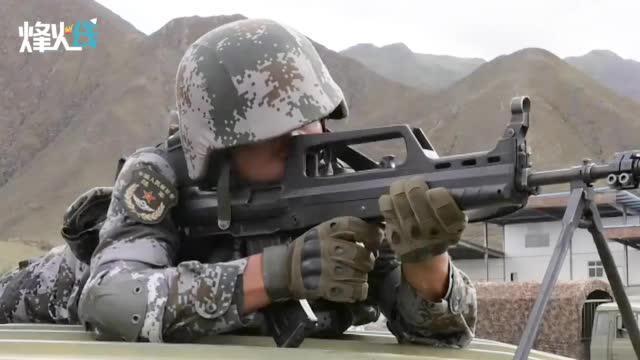 """模拟遭""""敌""""伏击 夜间闭灯驾驶 西藏军区开展高原运输投送演练!"""
