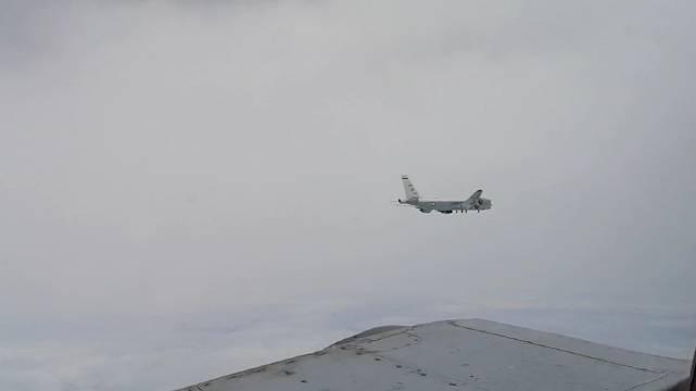 俄东部军区空天军部队战机拦截进入日本海上空的美军侦察机