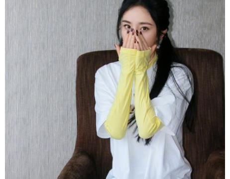 """杨幂拍节目被拖行1米?看到她的""""骨架腿"""",网友:有70斤?"""