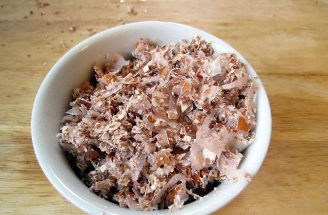 家里的鸡蛋壳攒一堆,碾碎了发酵成花肥,营养丰富养啥花都行
