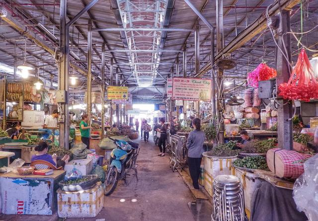 逛越南早市,自行车商贩成风景,一辆自行车就担负起一家人的生计