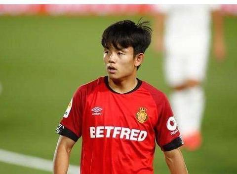 李刚仁拒绝续约,韩国新星引三队哄抢,解约金高达8000万欧元