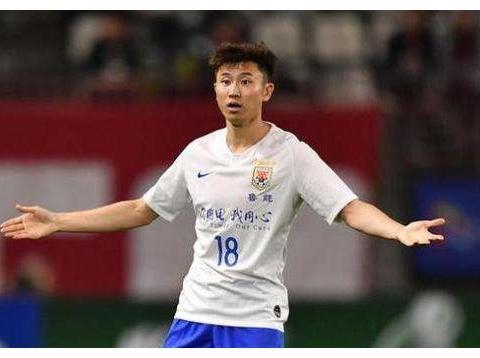 才退役没多久就已经在U19国足混个训练员的位置,他有点能耐?