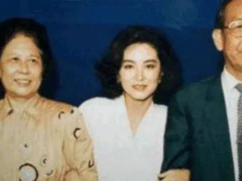 林青霞失散36年的亲姐:被弃后讨饭求生,今靠450元退休金过活