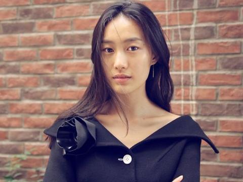 她曾是华谊的老板娘,27岁为陈冠希未婚生子,如今陈冠希为她收心