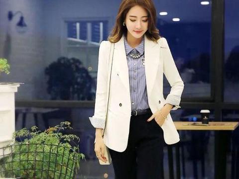 美图:白色小西装搭配高腰九分裤的职业装优雅女生