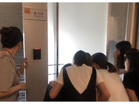 贾乃亮正式入职苏宁易购,专属办公室引同事围观