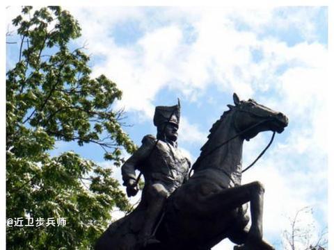 波兰骑兵向山顶冲锋:为拿破仑拿下西班牙首都的天堑