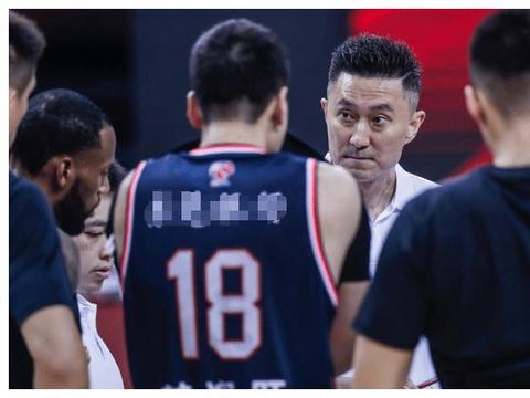广东男篮大胜上海迎23连胜,威姆斯34+7+6,苏伟5中1,周鹏创新高