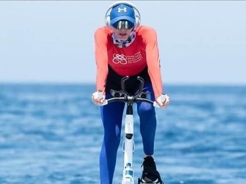 摩纳哥王妃穿泳衣狂蹬车,母女海里玩得欢