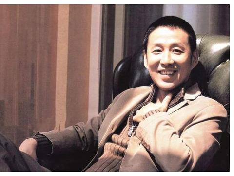 皇帝专业户陈道明,伪装32年,终在65岁翻车:功亏一篑