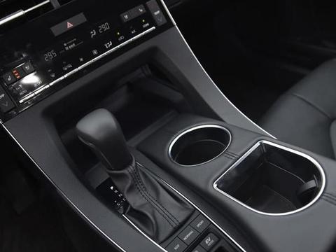 采访丰田亚洲龙驾驶者,它有哪些优点?看看车主的驾驶感受