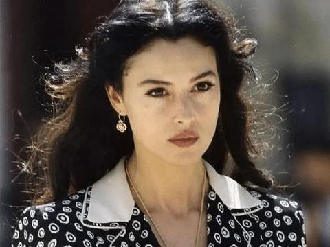 安妮海瑟薇是怎样从好莱坞公主,转变成人们心目中最讨厌的明星得