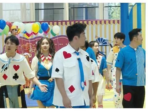 《跑男8》滤镜有多强?看看宋小宝跟蔡徐坤的肤色差,全明白了
