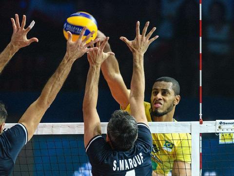 巴西男排黑人在里约奥运期间约会排球女神,45万避孕套有理可据了