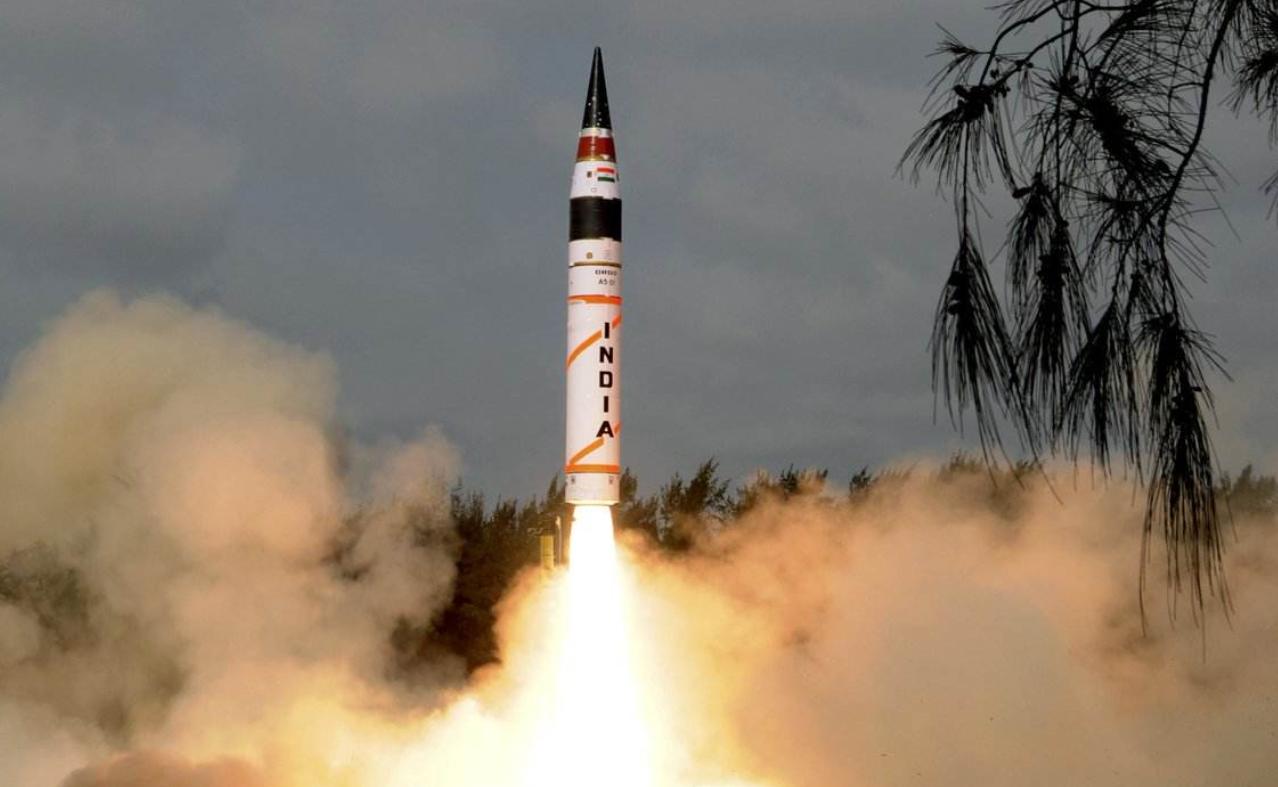 印度核动员!烈火导弹出洞,苏30装上布拉莫斯导弹,核潜艇也出动