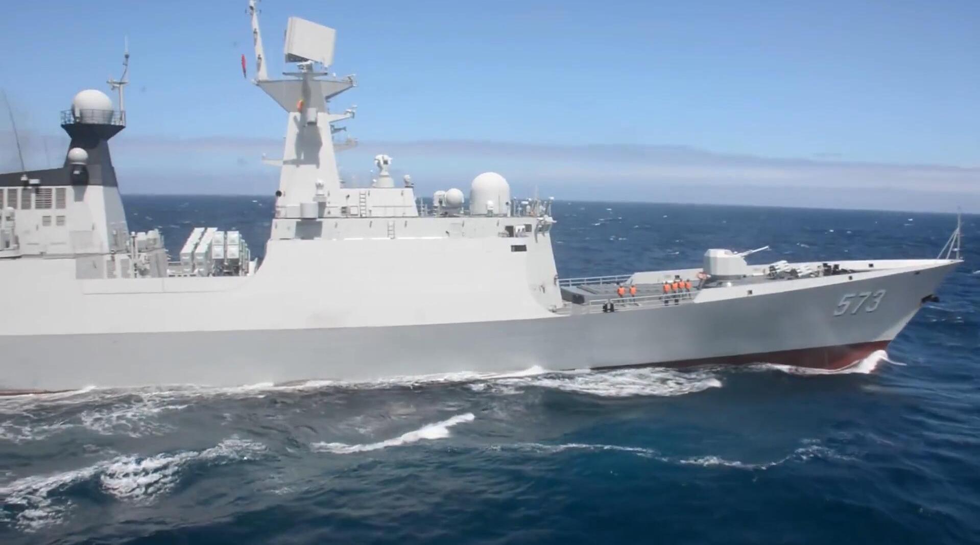 中国海军054A型导弹护卫舰,柳州号乘风破浪的唯美镜头!