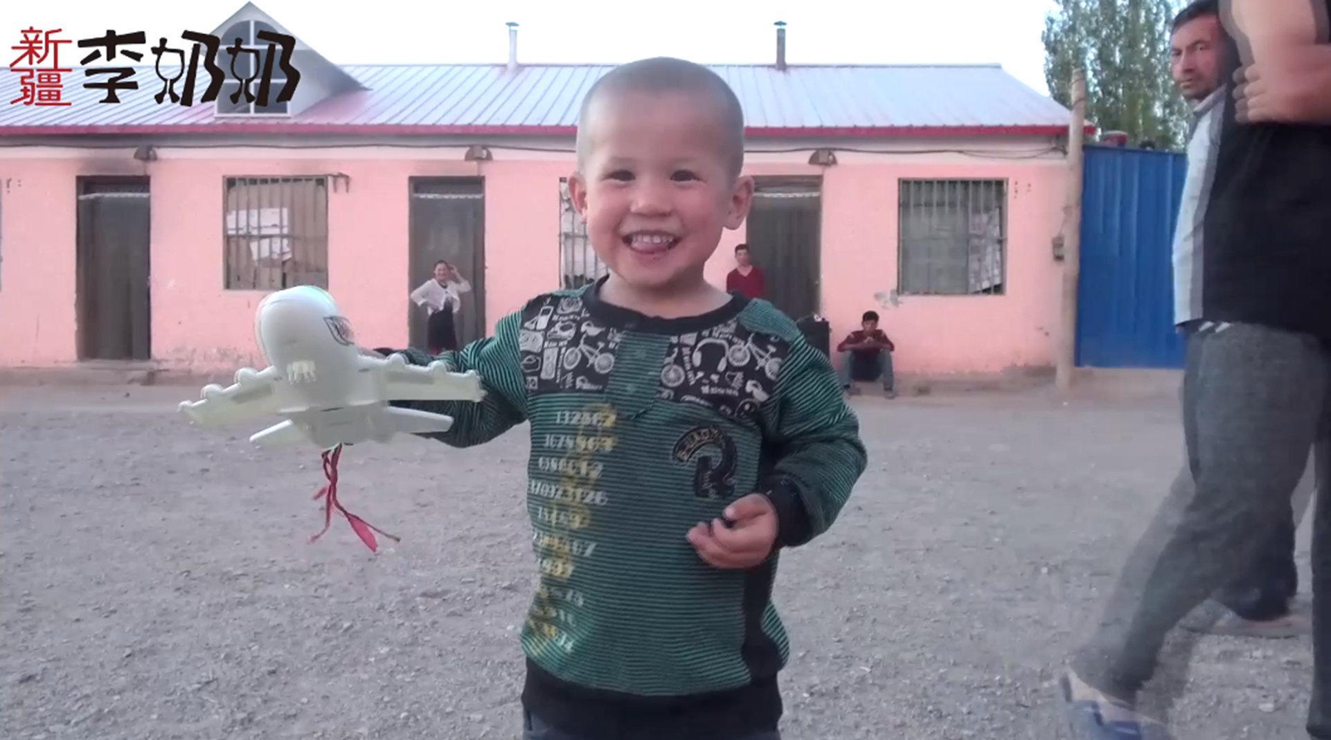 新疆李奶奶温情走访维吾尔员工宿舍……