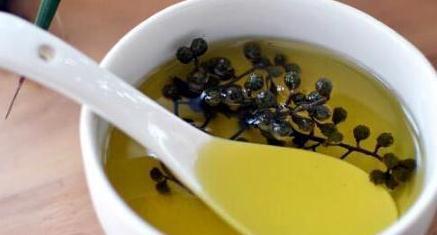 炸花椒油,有人热油下锅有人泡水?教你正确做法,又香又麻不发苦