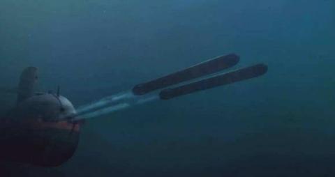 如果潜艇关闭发动机,静卧在航母下方,能不能被航母发现呢?
