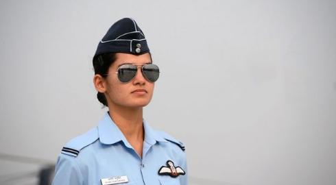印军战斗机女飞行员,父亲是工程师,大学时代就加入飞行俱乐部