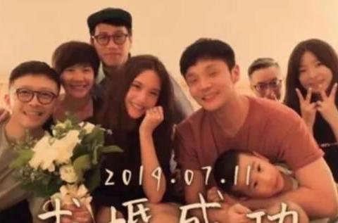 李荣浩求婚视频首公开,计划周密又随意,杨丞琳激动到失声!