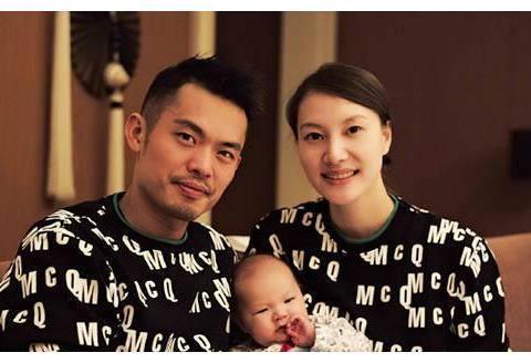 林丹退役后首次亮相,和妻子谢杏芳一同现身,两人却相隔很远