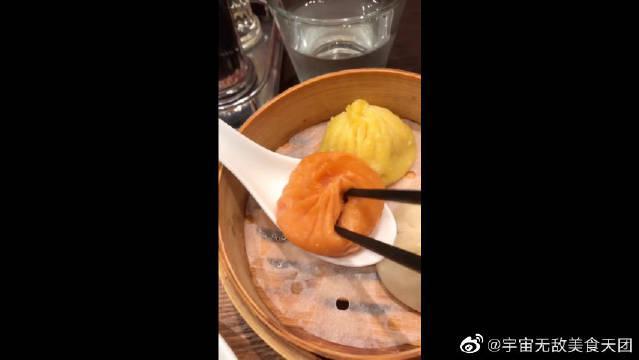 日本街头很有人气的中国美食小笼包!