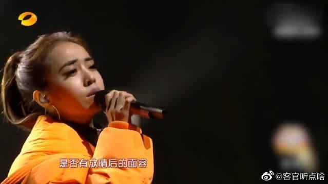蔡依林演唱《天空》,画风突变,皮裤小短裙成为历史