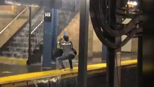 热带风暴袭击纽约,地铁站内多地进水