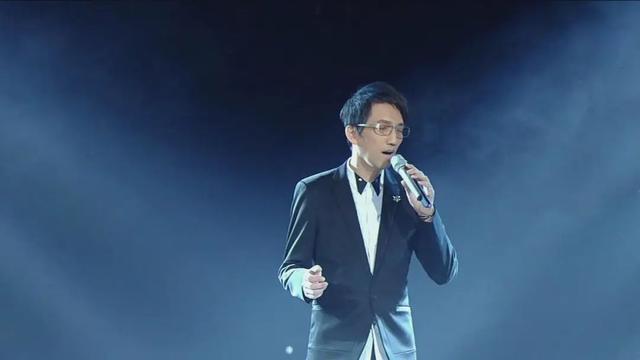 """54岁歌手林志炫""""戴呼吸机"""",昔日歌神骨瘦如柴:现已无人识?"""