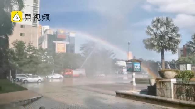 海南高考结束后,消防员为考生造彩虹送祝福