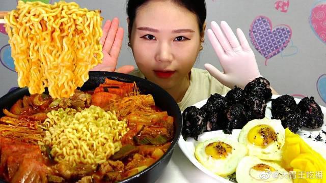 卡妹今天吃猪肉泡菜汤拉面和火腿饭团!