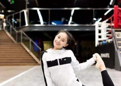 体操女神挺胸照火爆全网,却在巅峰期退役,现在依然单身!
