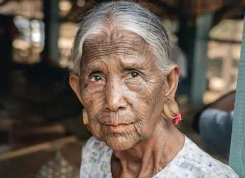缅甸最神秘的部落,女子以纹面为美,奇特习俗竟源于云南?