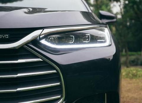 2.0T+6AT的中型SUV不到13万,比亚迪唐告诉你海纳百川!