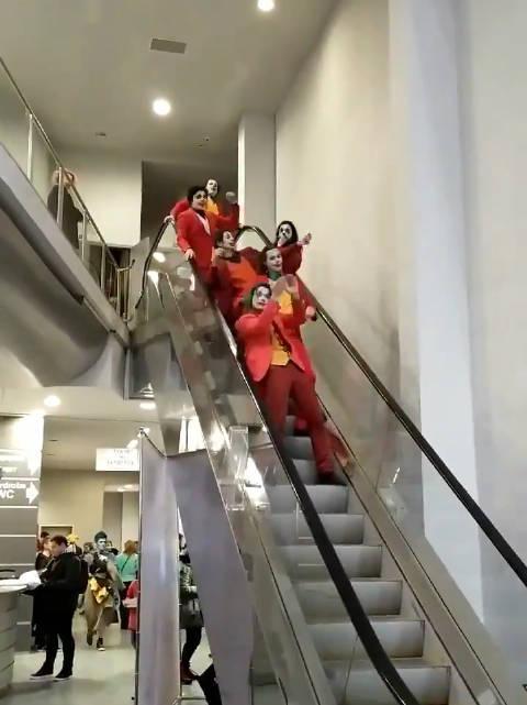 聪明的小丑都是乘扶梯的 Joker cosplay