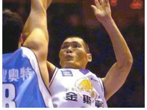 中国篮球名宿,50岁仍能吊打年轻人,一手投篮堪称无敌