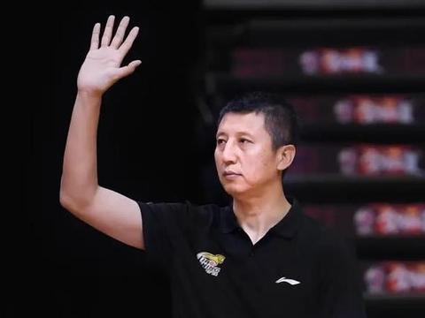 辽宁男篮主教练再生疑云,杨鸣没有教练资格证,郭士强愿意回归