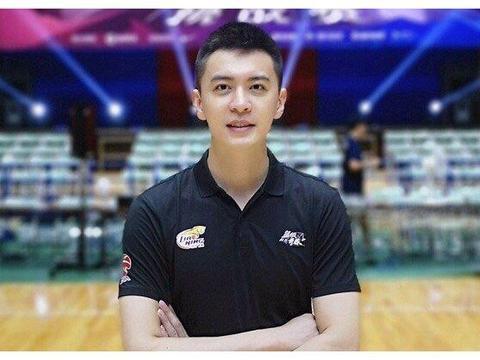 杨鸣无权指挥,辽宁男篮教练组再生变数,马丁内斯继续担任主帅