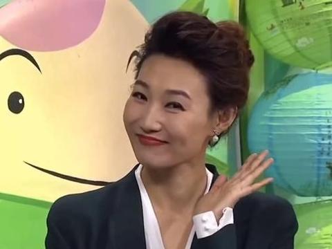 央视最受欢迎女主持,李梓萌摘下13年假发穿真空装,43岁依旧年轻