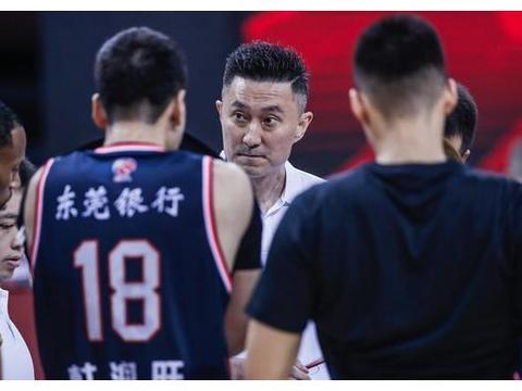 杜锋亲自回应!王薪凯刘权标被骂有原因,他为阿联退役做准备?