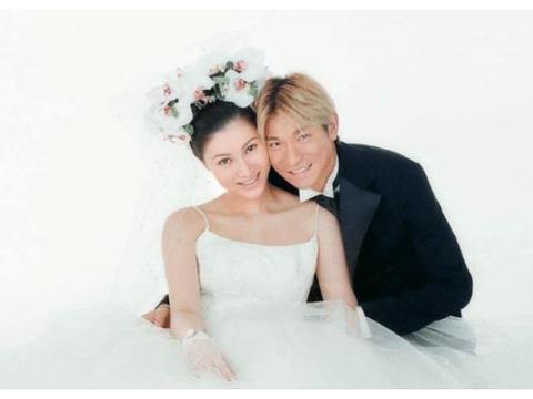 难怪刘德华不愿晒自己老婆,看到结婚照之后,这谁敢晒啊