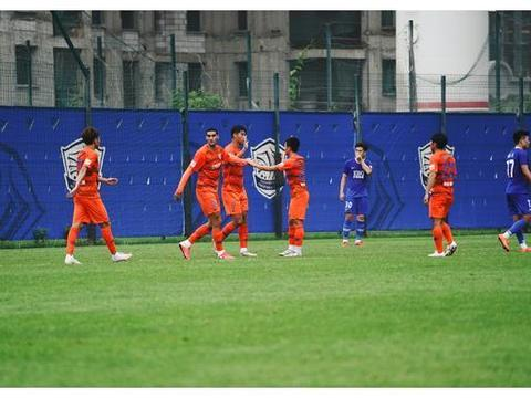 王大雷戴琳缺席,鲁能热身赛三球负永昌,李霄鹏演练两套阵容
